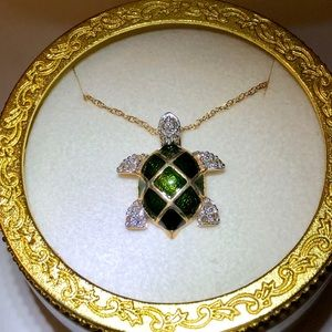 Diamond and gold Turtle Necklace with turtle case